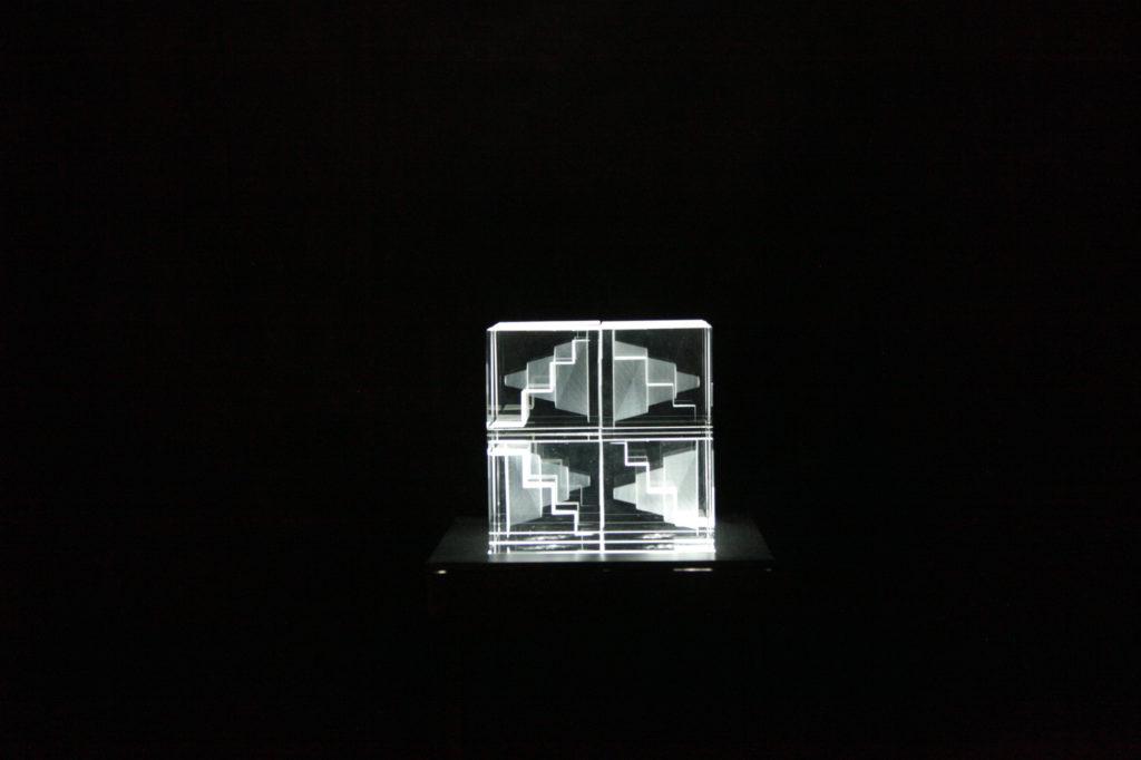 Eve Koha. Mälestused. Klaas, lasergraveering klaasimassi sees, LED. 2014